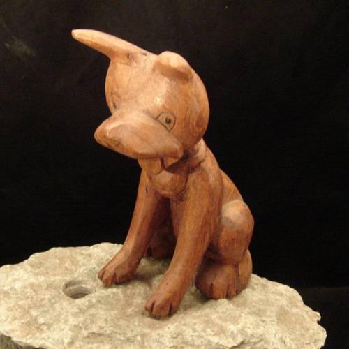 Hund Holzschnitzerei