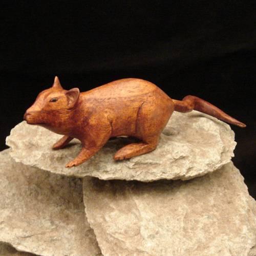 Ratte Schnitzerei