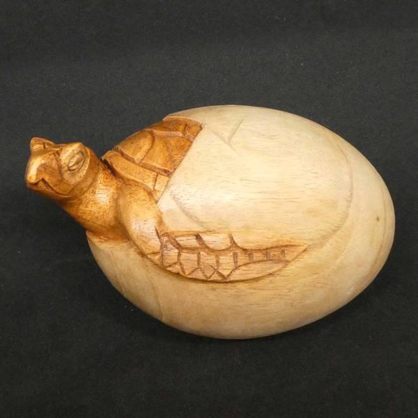 Schildkröte Schnitzerei aus Holz Ei