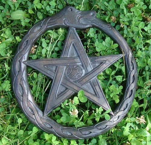 Pentagramm Ouroborus Schnitzerei