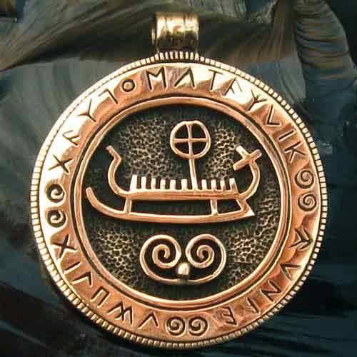 Wikinger Anhänger Boot mit Runen Schmuck Bronze