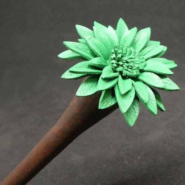 Haarstab Blume Holz mit Leder grün