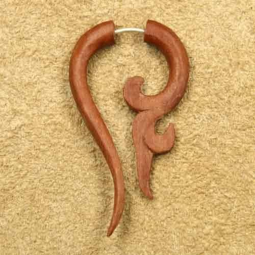 Matau Holz Ohrschmuck Fake Piercing rotes Holz