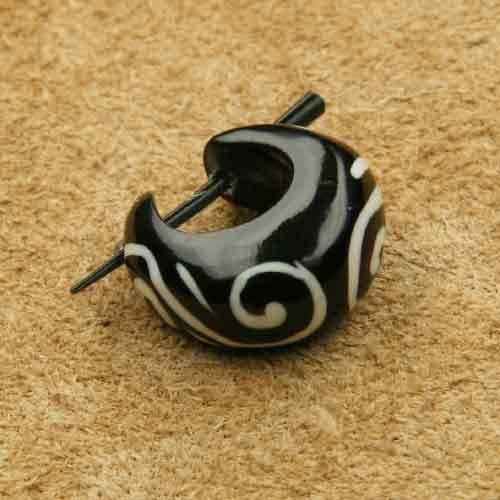 Horncreole verziert Ohrschmuck aus Horn geschnitzt