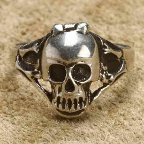 Totenkopf Ring mit Fach Giftring