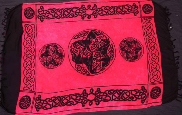 Keltisches Tuch Pferde Rot