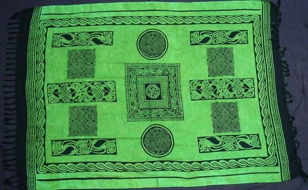 Tuch 160 cm x 115 cm grün keltisch